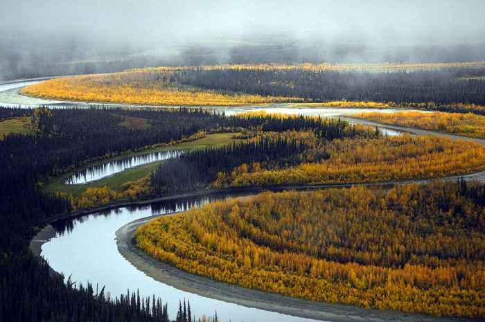 Beautiful_river_landscape_in_the_fall